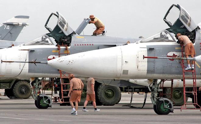 [NÓNG] Không quân Nga bị tập kích ồ ạt ở căn cứ Khmeimim Syria, Su-35 và Su-24 tan xác