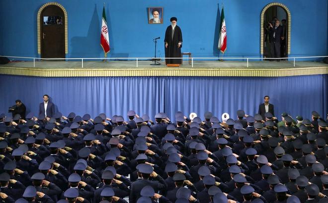 Nhân biến động ở Iran để xé thỏa thuận hạt nhân, ông Trump thua mưu giáo chủ Ayatollah?