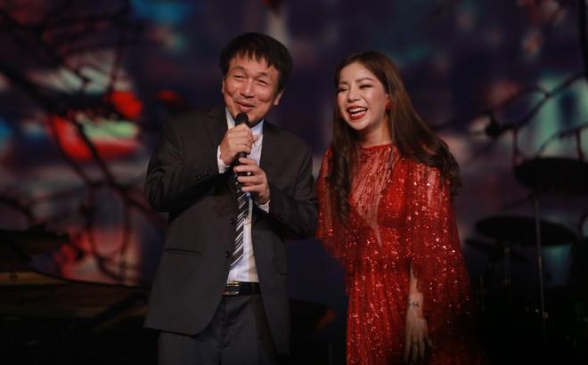 """Đêm nhạc Phú Quang: Mất Ngọc Anh lại xuất hiện nữ nhân có giọng hát """"đốt lửa"""", đầy dữ dội"""