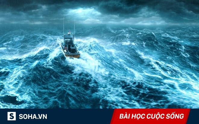 Đẩy bạn xuống biển để chiếm chỗ trên thuyền cứu hộ, gã trai không nhận ra bi kịch trên đầu