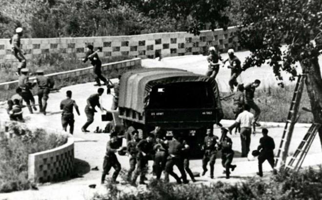 Vụ lính Triều Tiên dùng rìu giết 2 binh sĩ Mỹ và cái cây suýt gây ra một cuộc chiến