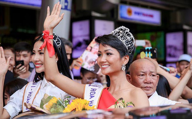 Vay 500 nghìn và nợ 4 triệu đi thi Hoa hậu, H'Hen Niê vẫn làm điều vô cùng xúc động