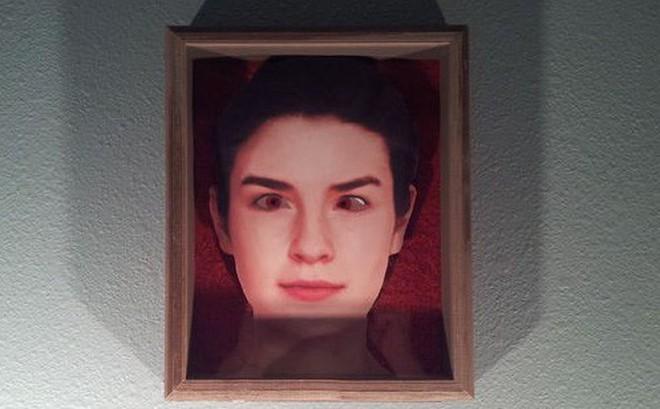 Tại sao nhân vật trong tranh vẽ, trong ảnh chụp luôn đưa mắt nhìn theo chúng ta?