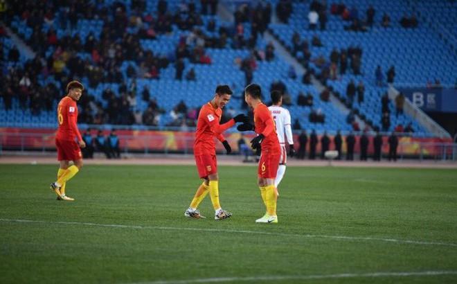Một giây sai lầm, U23 Trung Quốc tự đẩy mình vào tình thế đầy khó khăn