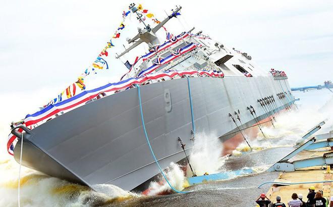 Giá rét kỷ lục, chiến hạm Hải quân Mỹ kẹt cả tháng ở Canada