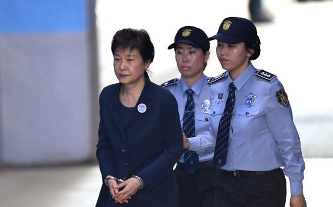 Tòa án ra lệnh phong tỏa tài sản của cựu Tổng thống Hàn Quốc