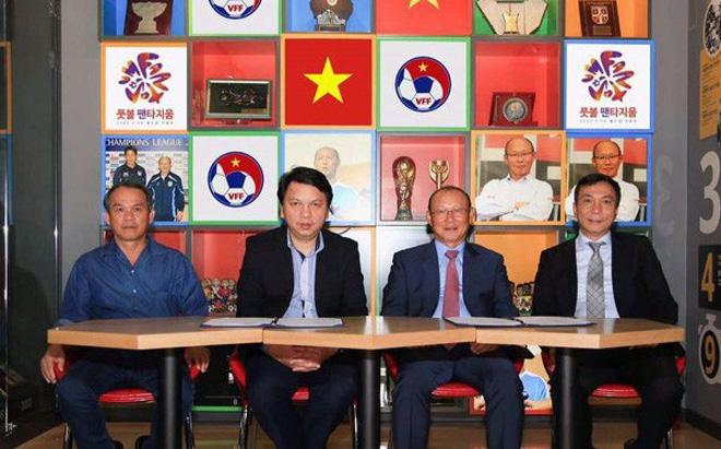 Bí mật lời 'tiên đoán như Gia Cát Lượng' của bầu Đức với HLV Park Hang Seo