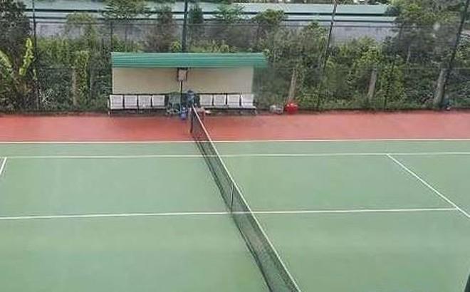 Huy động tiền trái quy định xây dựng sân tenis phục vụ lãnh đạo xã