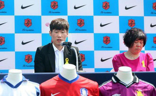 Bi kịch của Park Ji-sung: Bà và mẹ qua đời cùng một ngày