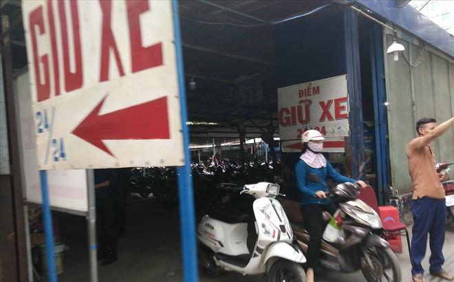 Loạn giá giữ xe ở trung tâm Sài Gòn sau khi dẹp bãi giữ xe vỉa hè