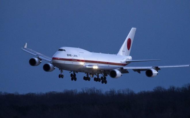 Máy bay từng chở Thủ tướng Abe bị rụng một bộ phận