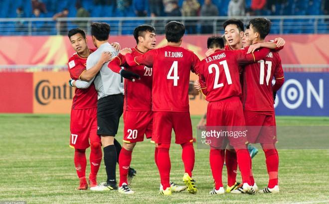 """Địa chấn! U23 Việt Nam dũng cảm quật ngã Australia bằng """"nhát kiếm"""" của Quang Hải"""