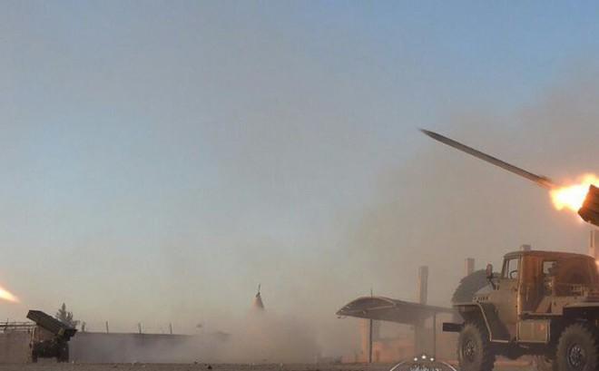 """Thổ Nhĩ Kỳ tấn công dữ dội bắc Syria, người Kurd """"đáp lễ"""" bằng pháo phản lực Grad"""