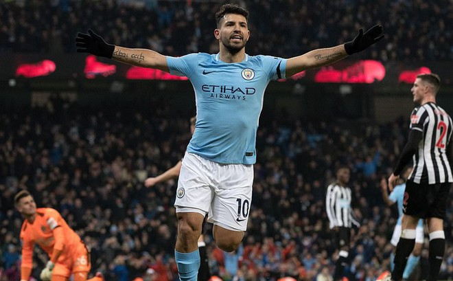 Aguero lập hat-trick, Man City