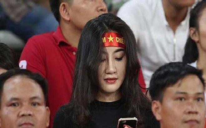 Nhan sắc nóng bỏng của hot girl được 'săn đón' sau trận Lào
