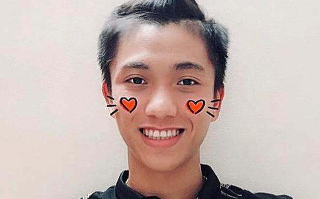 """Những """"gạch đầu dòng"""" siêu đáng yêu về Phan Văn Đức: Thánh ngơ, nghiện vuốt  tóc, selfie 1001 kiểu ..."""