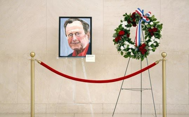 Cựu Tổng thống Bush 'con' vĩnh biệt người cha bằng bức họa chân dung Bush 'cha'