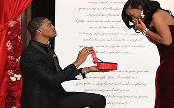 Đặt mua hẳn 6 chiếc nhẫn kim cương để cầu hôn vì không biết bạn gái thích cái nào