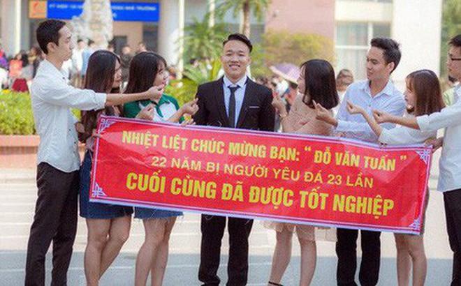 Thanh xuân sẽ rất buồn nếu không có bạn thân, lầy đến mức in banner để tố giác nhau ngày tốt nghiệp