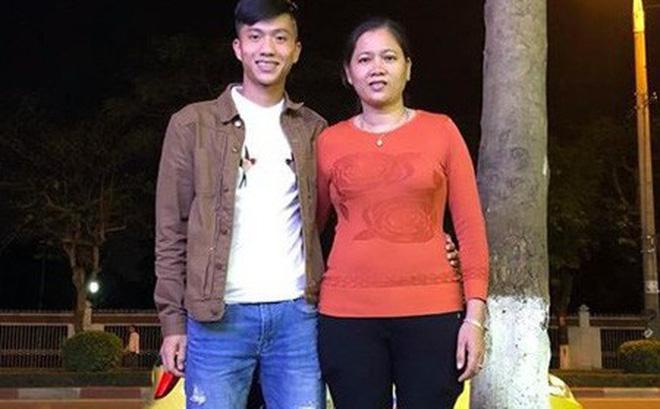 Chuyện cảm động về mẹ Phan Văn Đức: Vượt 330 cây số trong đêm cổ vũ con