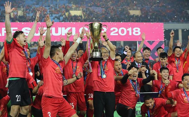Bố Quế Ngọc Hải mừng rơi nước mắt chứng kiến con vô địch AFF Cup