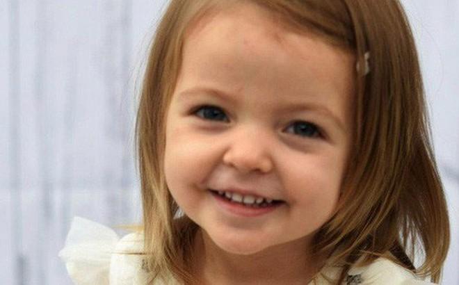 Thấy vết sưng khổng lồ trên người con gái nhỏ, mẹ đau đớn khi biết con mắc bệnh ung thư nguy hiểm nhưng một điều kì diệu đã xảy ra
