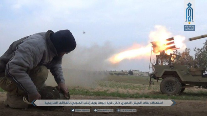 Khủng bố điên cuồng phản kích, liều chết tấn công QĐ Syria: Đòn cố thủ cuối cùng? - Ảnh 1.