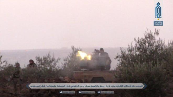 Khủng bố điên cuồng phản kích, liều chết tấn công QĐ Syria: Đòn cố thủ cuối cùng? - Ảnh 2.