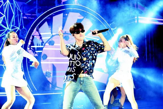 Sơn Tùng lạc trôi cùng hàng ngàn người hâm mộ với màn trình diễn xuất thần tại Tiger Remix - Ảnh 1.