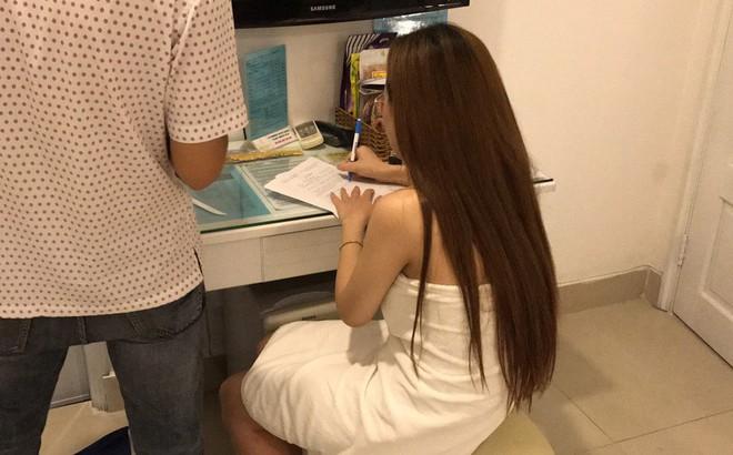 Bắt quả tang nhiều nữ nhân viên spa bán dâm cho khách nước ngoài giá 1,2 triệu đồng ở Sài Gòn