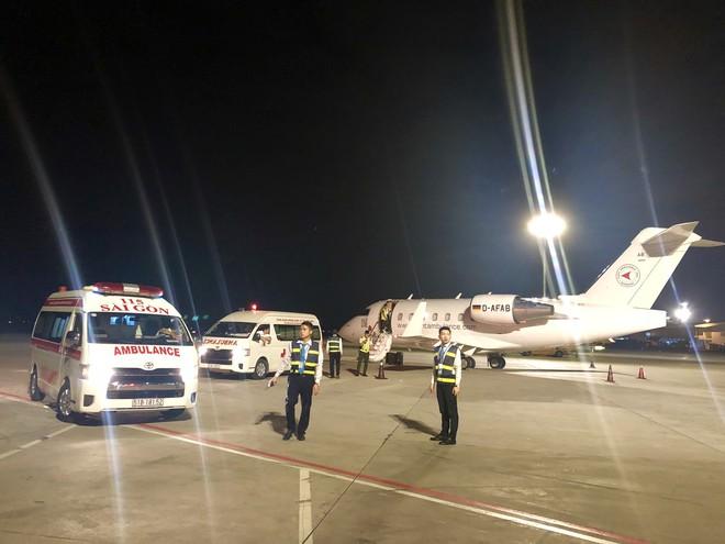 Chuyên cơ chở 3 nạn nhân bị đánh bom ở Ai Cập đáp xuống Tân Sơn Nhất  - Ảnh 3.