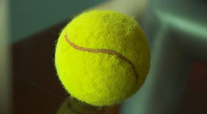 Đây là lý do nhiều người mang bóng tennis lên máy bay: Chuyên gia chỉ ra lợi ích vàng - Ảnh 2.