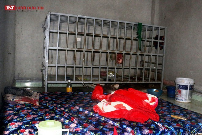 Vụ người chồng ở Thanh Hóa tố bị vợ nhốt trong cũi sắt, Chủ tịch xã nói đầu căng như dây đàn - Ảnh 1.