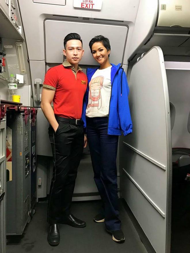 Hhen Niê thẳng thắn nói về việc mặc áo 40 nghìn đồng, đi giày bẩn lên máy bay - Ảnh 1.