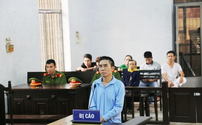 Chồng đâm chết vợ ngay tại sân tòa án vì không chịu rút đơn ly hôn