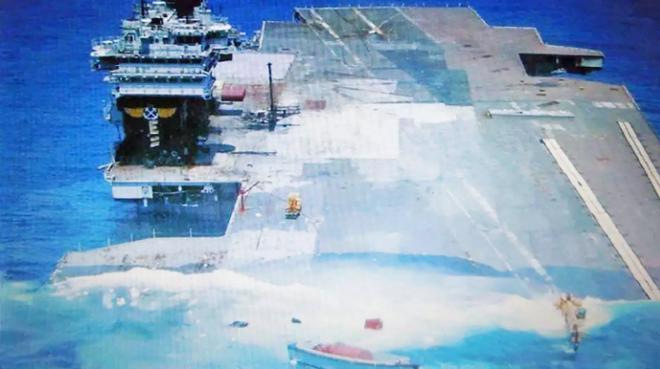 Mỹ chật vật mới đánh chìm được tàu sân bay của mình, Trung Quốc có đủ sức hay định tự sát? - Ảnh 2.