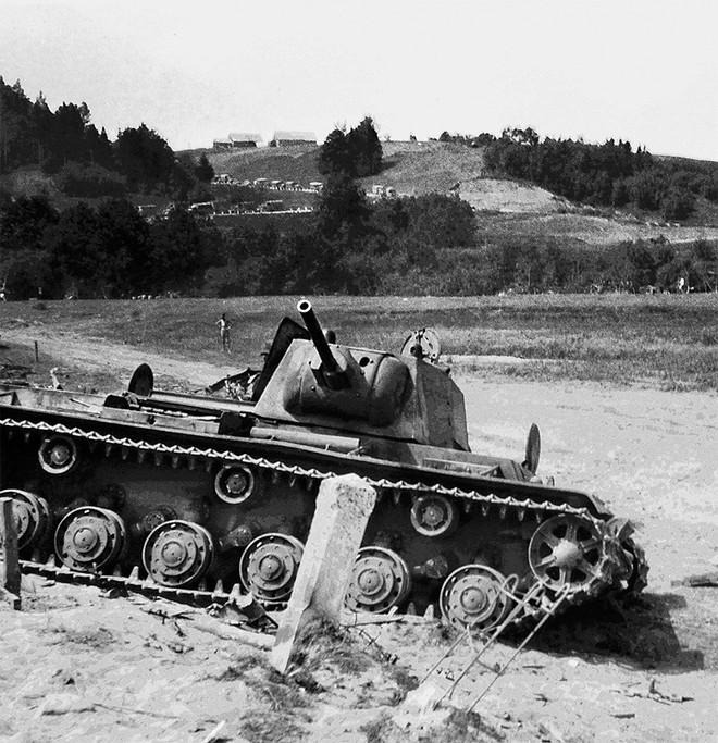 1 xe tăng đấu 5.000 quân: Phát xít Đức ngả mũ thán phục người lính Liên Xô - Ảnh 1.