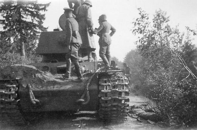 1 xe tăng đấu 5.000 quân: Phát xít Đức ngả mũ thán phục người lính Liên Xô - Ảnh 2.