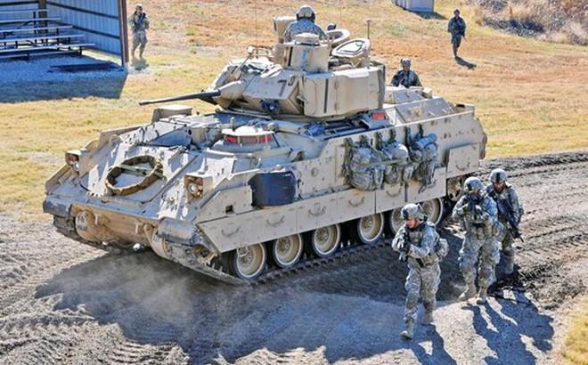 Lục quân Mỹ trang bị thử nghiệm hệ thống phòng thủ chủ động cho xe Bradley