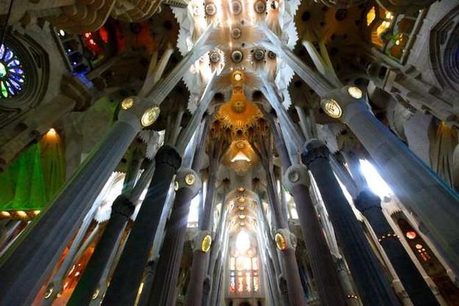 Khám phá 20 nhà thờ đẹp nhất châu Âu - Ảnh 4.