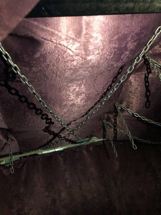 Động spa bị đột kích ở Sài Gòn dùng lồng sắt, dây xích để tạo cảm giác mạnh - Ảnh 4.
