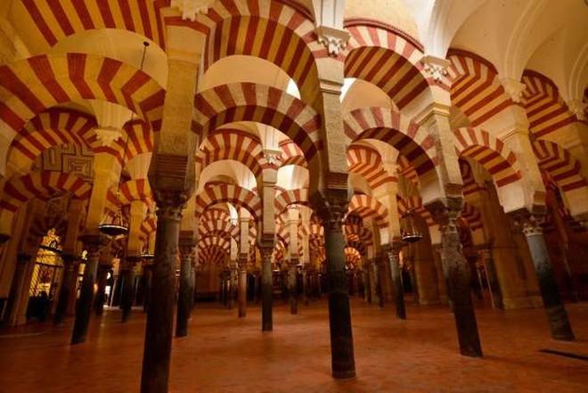 Khám phá 20 nhà thờ đẹp nhất châu Âu - Ảnh 8.