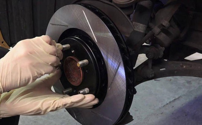 Khi nào phải thay má phanh đĩa trên ô tô?