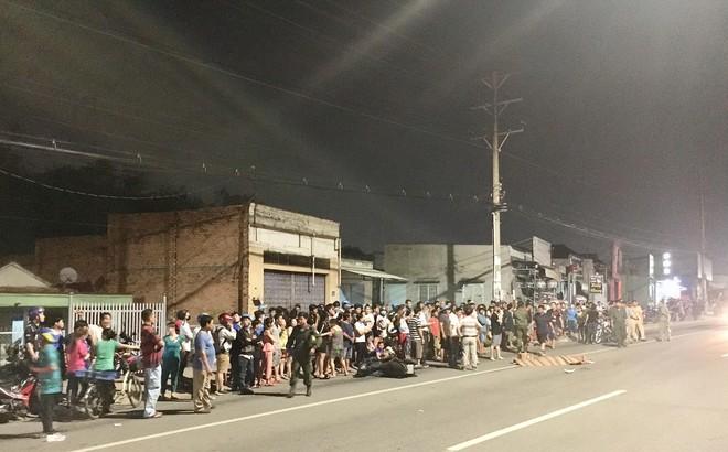 Hàng trăm người đứng theo dõi vụ người nước ngoài bị xe bồn cán tử vong