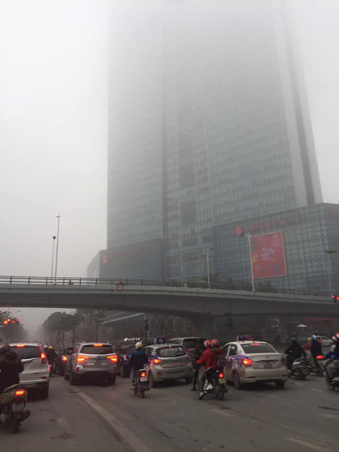 Hà Nội sương mù giăng khắp nơi khiến dân tình hoang mang cứ ngỡ đang ở Sapa, Đà Lạt - ảnh 3