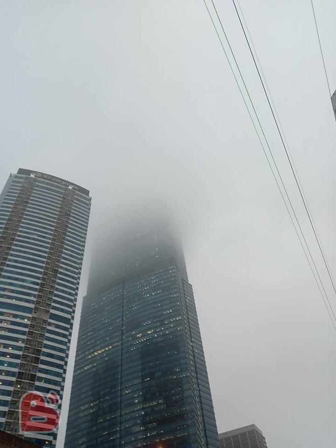 Hà Nội sương mù giăng khắp nơi khiến dân tình hoang mang cứ ngỡ đang ở Sapa, Đà Lạt - ảnh 4