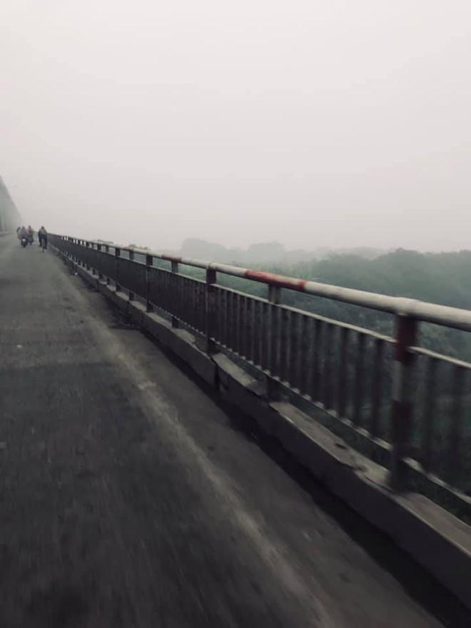 Hà Nội sương mù giăng khắp nơi khiến dân tình hoang mang cứ ngỡ đang ở Sapa, Đà Lạt - ảnh 9