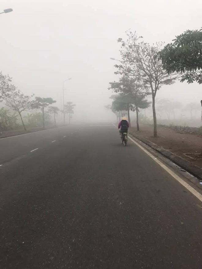 Hà Nội sương mù giăng khắp nơi khiến dân tình hoang mang cứ ngỡ đang ở Sapa, Đà Lạt - ảnh 10