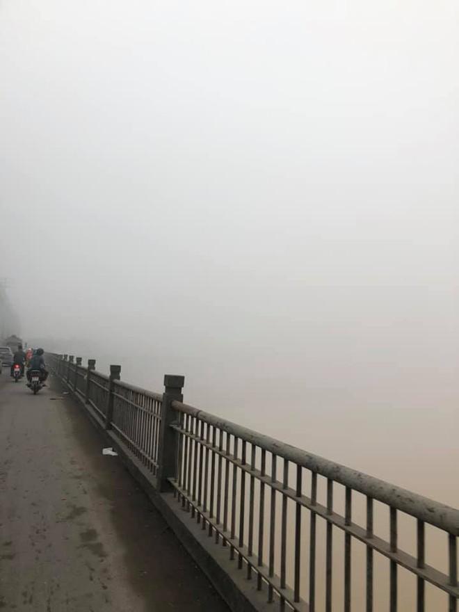 Hà Nội sương mù giăng khắp nơi khiến dân tình hoang mang cứ ngỡ đang ở Sapa, Đà Lạt - ảnh 11