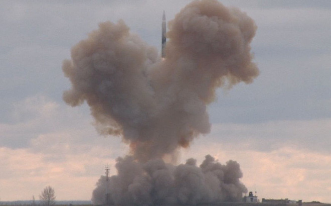 """Vũ khí """"chiều không gian thứ 4"""" của Nga khiến Mỹ buộc phải thừa nhận tụt hậu"""